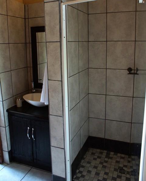 bathroom upstairs rs