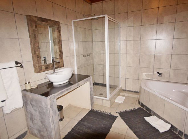 KRSC - Room2 Bathroom