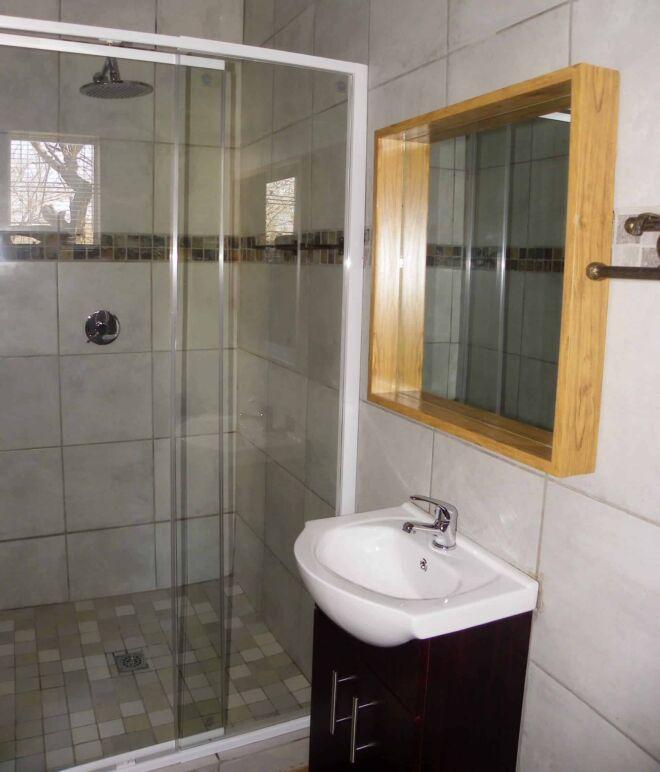 Bathroom 1 - Marloth Park Hippo House