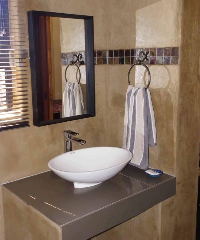 Bathroom-room-2-Marloth-Park-Hippo-House