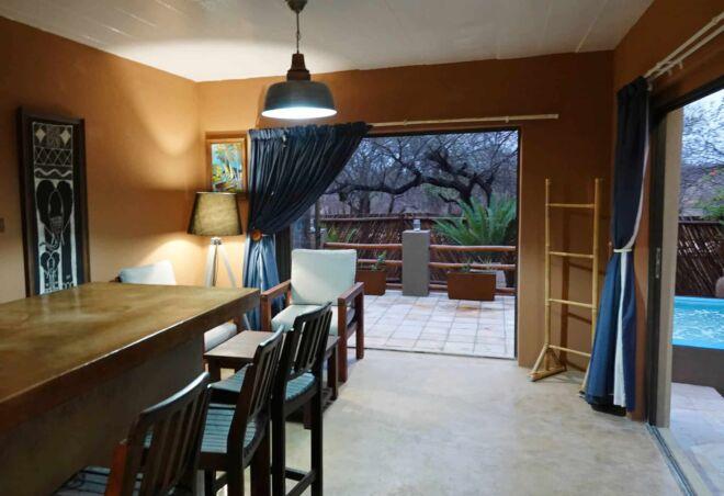 Hippo-bar-room-Marloth-Park-Hippo-House